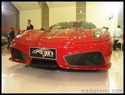 Mobil Merah